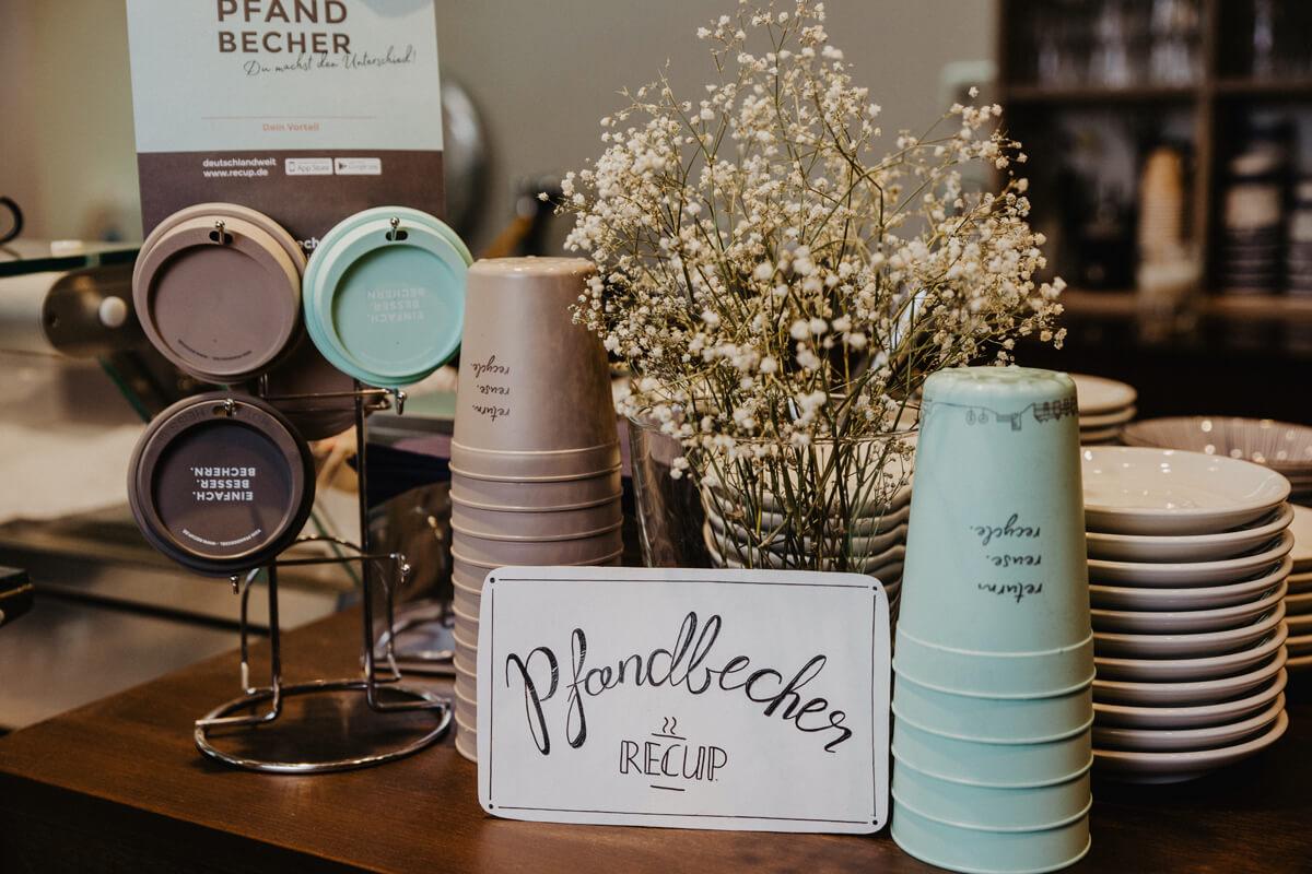 Die Kaffee Manufaktur unterstützt das Becherpfadsystem von ReCup zur Vermeidung unnötigem Verpackungsmüll durch to-go-Becher.