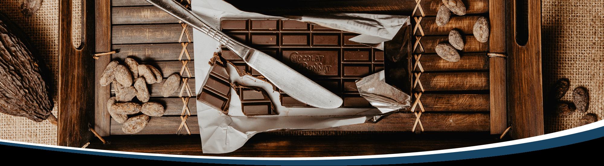 Tafel Schokolade dekorativ drapiert